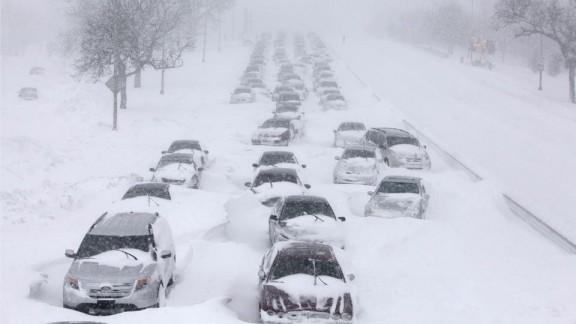 autoroute bloquée par la neige