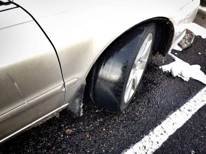 détail d'un pneu lisse